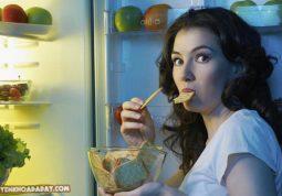 Ăn khuya gây đau dạ dày