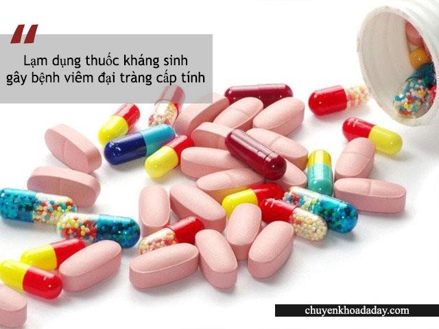 Lạm dụng thuốc kháng sinh là một trong những nguyên nhân gây bệnh viêm đại tràng