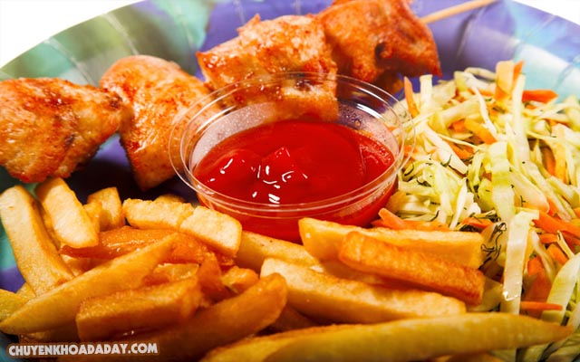 Không nên ăn các loại thức ăn nhiều dầu mỡ