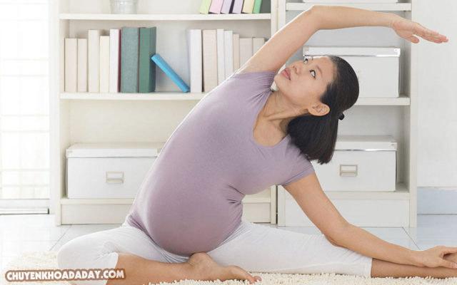 NÊn vận động và tập các động tác thể dục nhẹ nhàng giúp tinh thần khỏe khoắn
