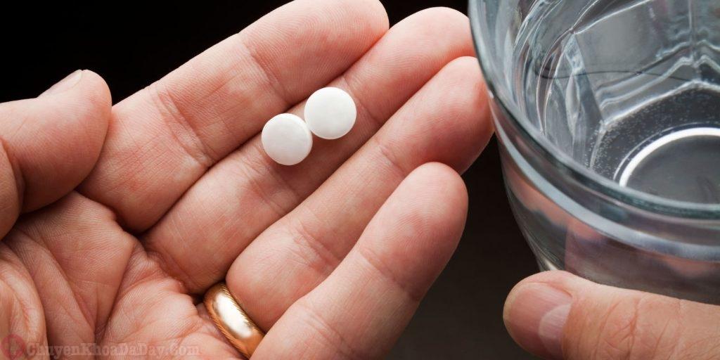 Bị đau dạ dày có uống thuốc tẩy giun được không?-1