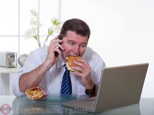 Ăn uống không đúng giờ gây hại cho dạ dày