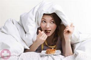 Ăn quá nhiều vào buổi tối không tốt cho dạ dày