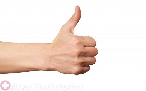 Động tác ấn bằng ngón tay cái giúp giảm đau dạ dày