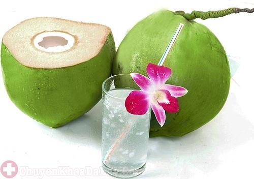 Bị đau dạ dày có thể uống nước dừa