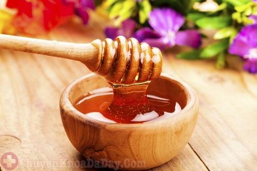Sử dụng mật ong chữa viêm họng do trào ngược dạ dày gây ra