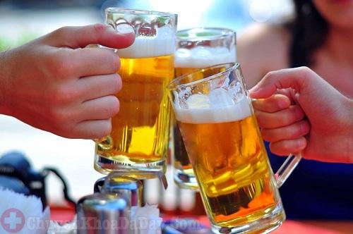 Bị viêm họng nên hạn chế dùng rượu bia
