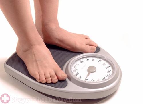 Kiểm soát cân nặng phòng tránh viêm loét dạ dày ngày Tết