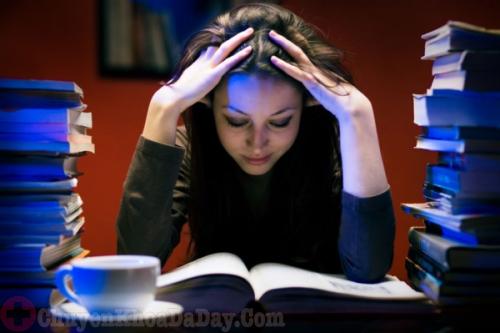 Thức khuya có bị đau dạ dày không