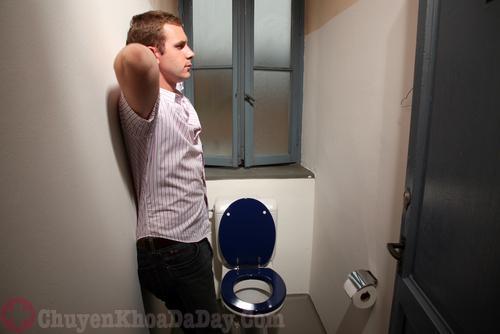 Làm gì khi bị đau âm ỉ bụng dưới bên trái ở nam giới?