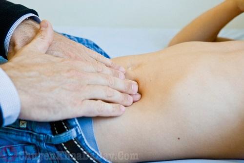 Đau âm ỉ bụng dưới bên trái ở nam giới có thể do ruột thừa