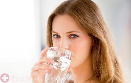 Đau dạ dày uống nước đá thường xuyên có sao không?