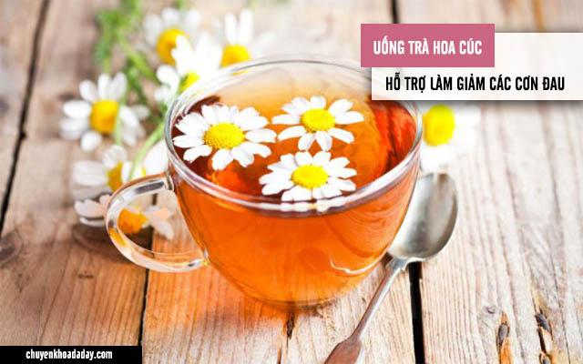 Uống trà hoa cúc giúp làm giảm các cơn đau, thanh lọc cơ thể
