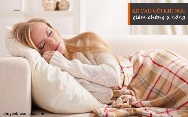 Kê cao gối khi ngủ có tác dụng làm giảm chứng ợ nóng