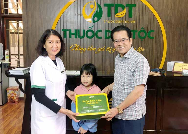 NSND Trần Nhượng và cháu gái mình điều trị thành công bệnh dạ dày nhờ Sơ can Bình vị tán